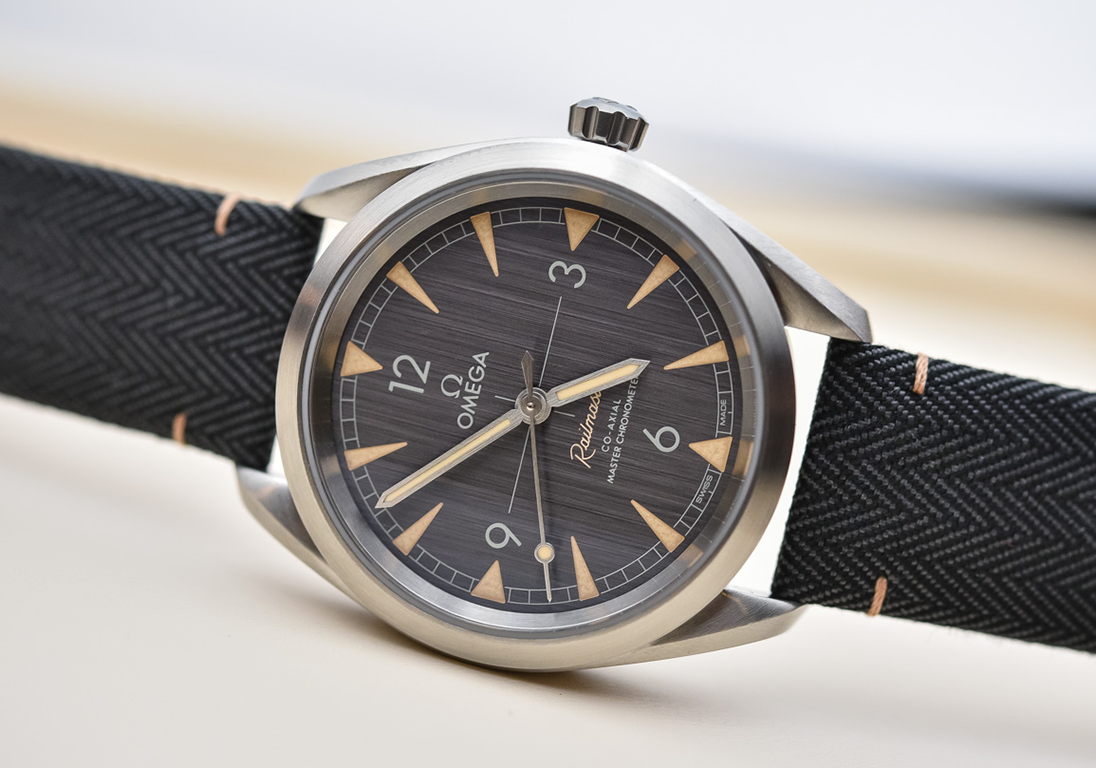 omega-railmaster-master-chronometer-collection