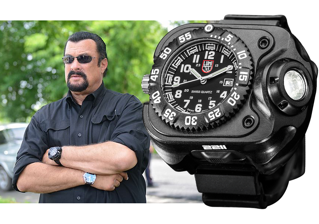 Стивен Сигал (Steven Seagal) – Luminox SureFire 2211 WristLight