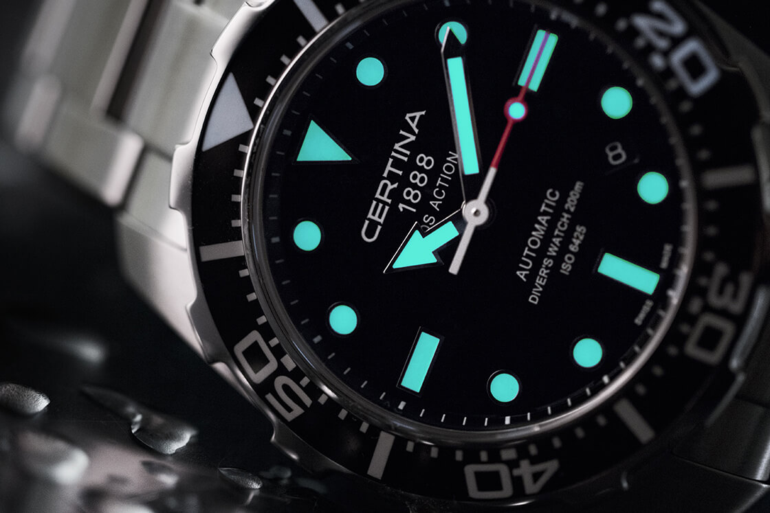 Покрытие SuperLuminova в часах Certina DS Action Diver Automatic